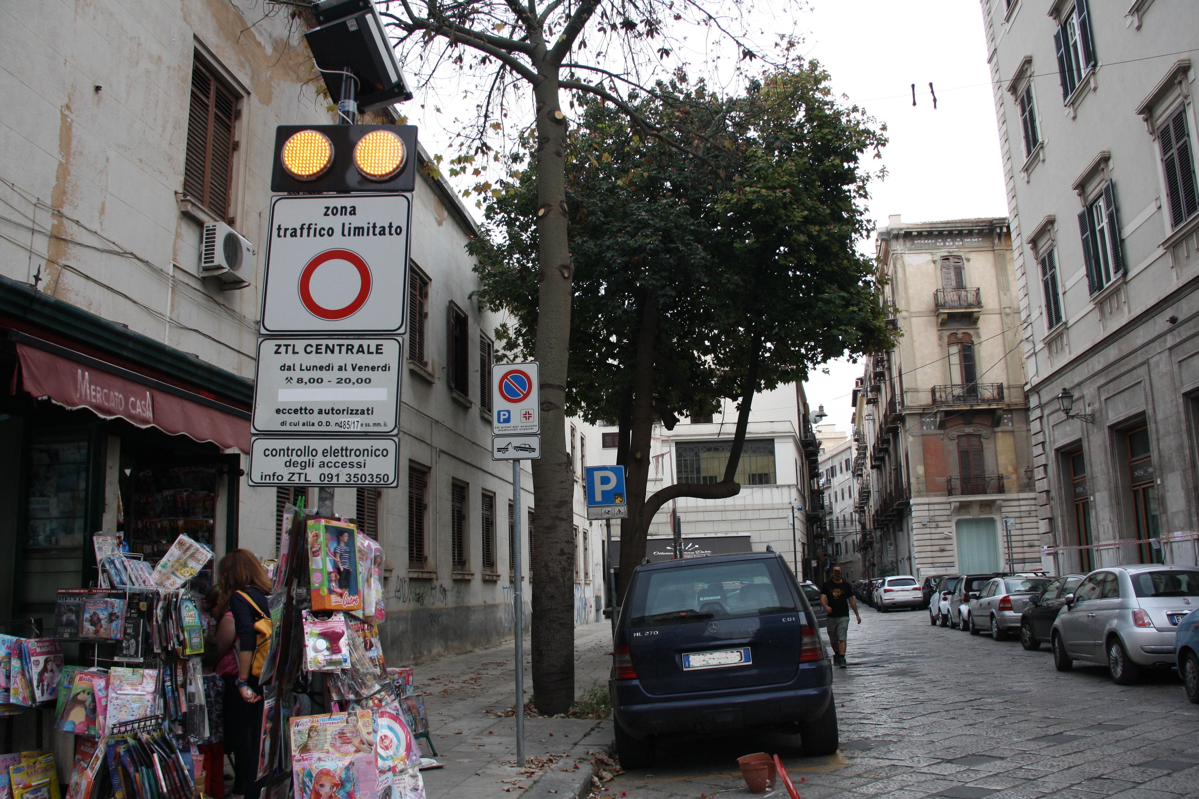 Palermo ZTL Straßenschild