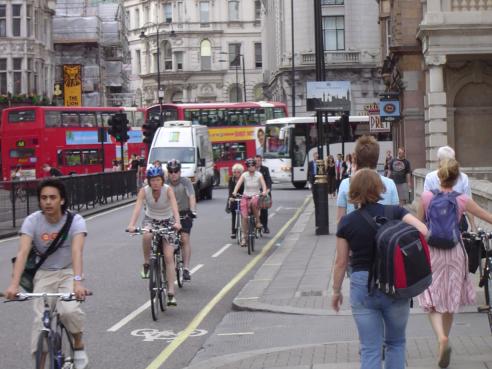 Kestävä liikenne liikenne kohtaus